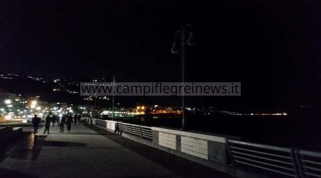 POZZUOLI/ Natale con il lungomare di via Napoli completamente al buio