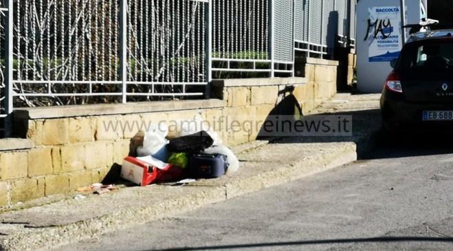 BACOLI/ Natale tra i rifiuti per le periferie della città - LE FOTO
