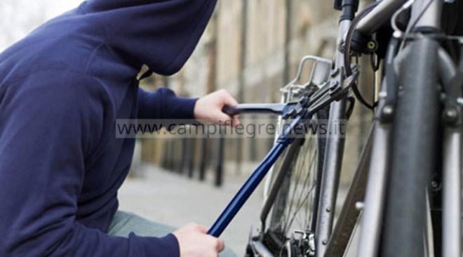 QUARTO/ Rubano bici in via De Falco: era il regalo di un bambino