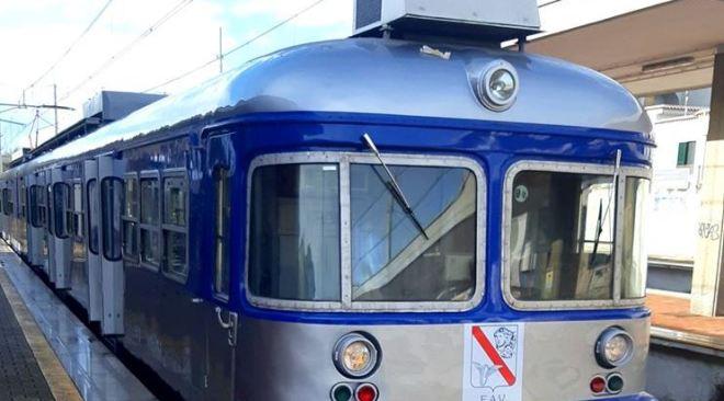 ULTIMORA/ Malore ad una donna sul treno a Quarto Officina, Circumflegrea ferma per un'ora