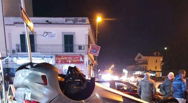 ULTIMORA/ Quarto, auto si ribalta in via Campana: 2 persone portate in ospedale