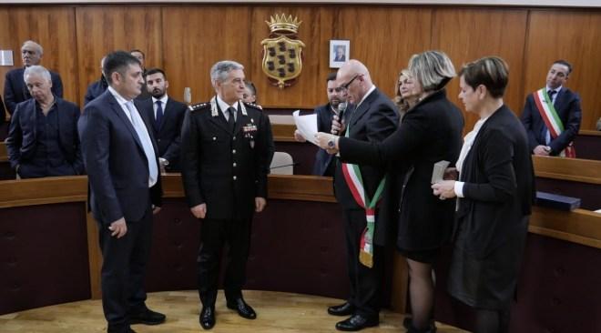 POZZUOLI/ Conferita la cittadinanza onoraria al generale Vittorio Tomasone - LE FOTO