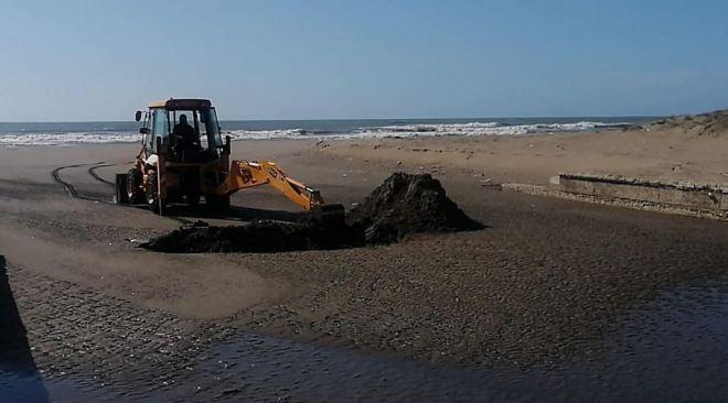 LAGO PATRIA/ Mezzi della Regione e della Sma al lavoro per aprire la foce insabbiata