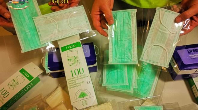 VARCATURO/ Sequestrate 10mila mascherine, vendute con rincari del 6150%, in una parafarmacia - LE FOTO