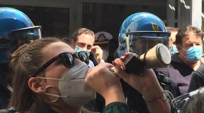 """Un'altra città Quarto: """"Una nostra consigliera denunciata per le proteste del ritardo dei buoni pasto"""""""