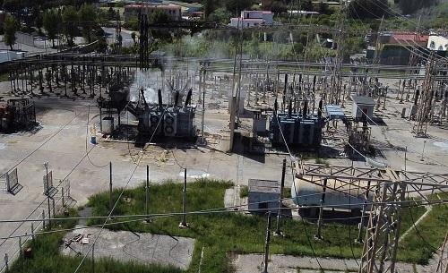 Incendio alla centrale Enel: fumi pericolosi dispersi nell'aria