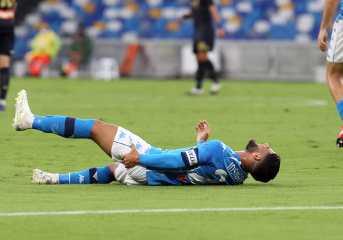 Napoli, al San Paolo goleada contro Genoa. Insigne infortunato. Presunto caso Covid per i liguri.