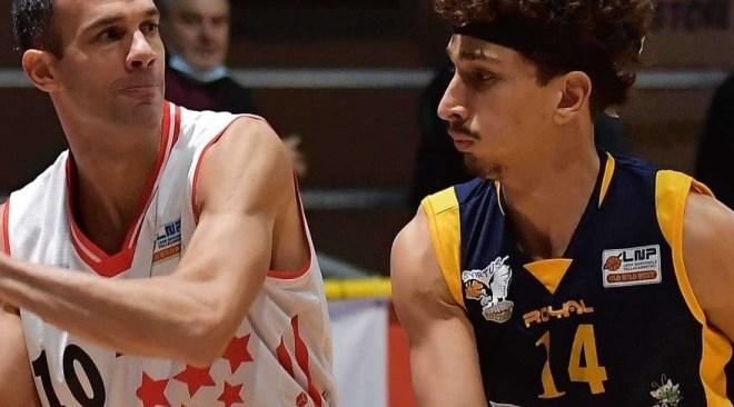 Basket – Virtus Pozzuoli sconfitta ad Avellino, la rimonta non è bastata a fermare gli irpini