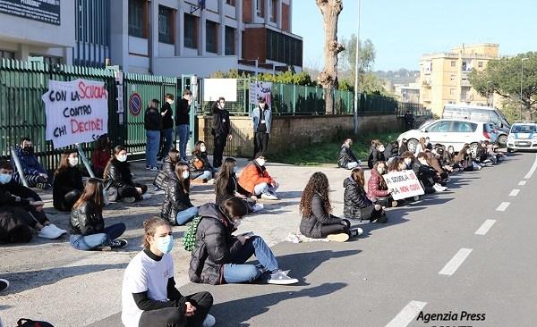 Scuola, il Pitagora ancora in sciopero
