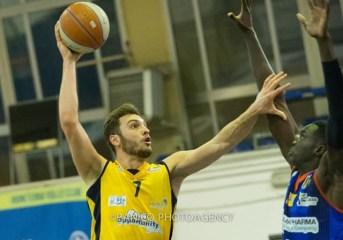 Basket| La Virtus Pozzuoli si riscatta tra le mura amiche e batte Molfetta 76-68
