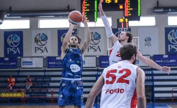 Basket  La Geko Sant'Antimo accoglie il Cus Taranto nell'esordio casalingo. Capitan Cantone non vede l'ora di entrare in campo