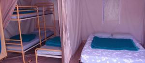 chambres_enfants_parents_bengalis_cinq_places_du_camping_les_cerisiers