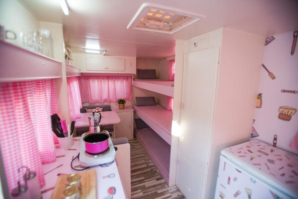Caravana Rosa Colorete  Camping Miramar