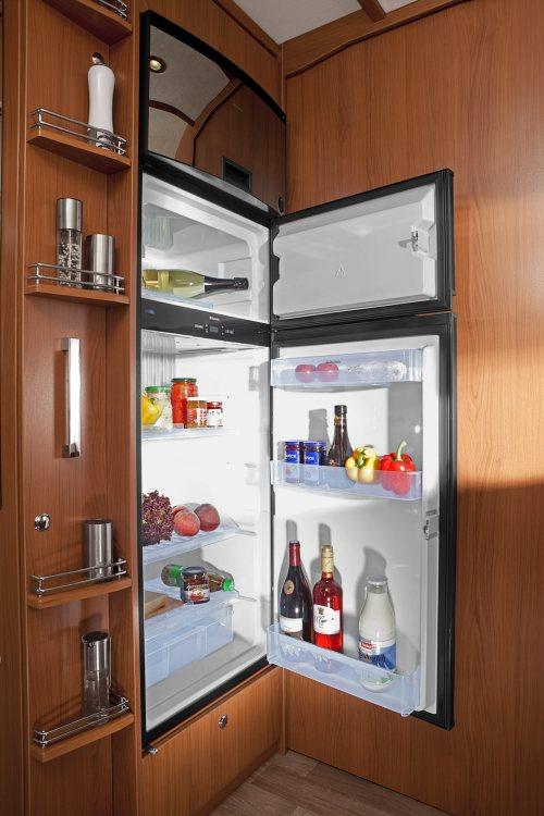 Bobilen har selvfølgelig stort kjøleskap