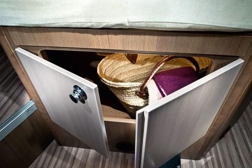Skap under sengen i soverommet