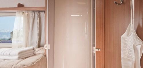 Badet er plassert i umiddelbar nærhet til soverommet