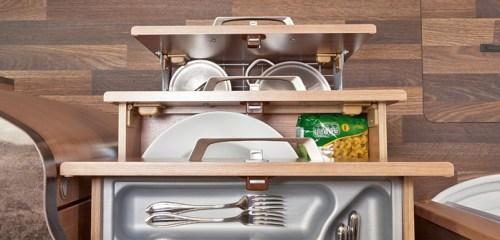 Bobilens kjøkken er utstyrt med funksjonelle skuffer