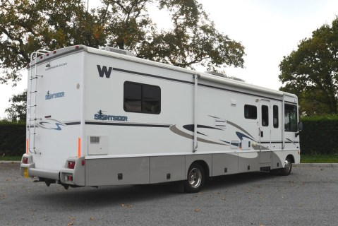 Winnebago_Sightseer_33L-03
