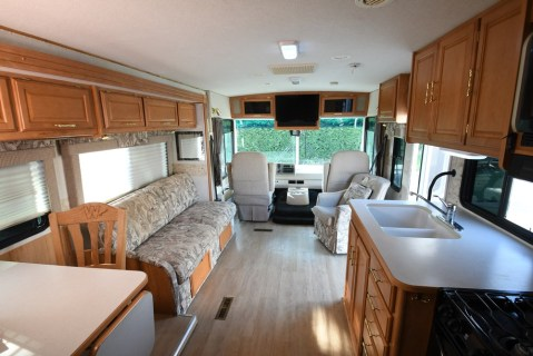 Winnebago_Sightseer_33L-05