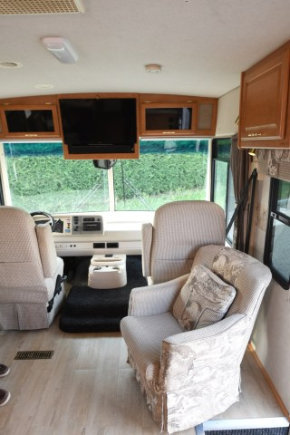 Winnebago_Sightseer_33L-07