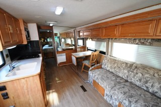 Winnebago_Sightseer_33L-09