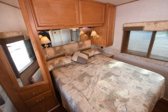 Winnebago_Sightseer_33L-13