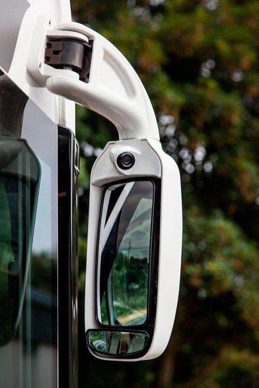 Sur les intégraux, les caméras latérales sont intégrées dans les rétroviseurs type bus.