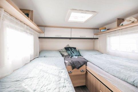 Sunlight V 66 – Un lit plus étroit et plus long (70 x 200 cm), l'autre plus large et plus court (80 x 195 cm).