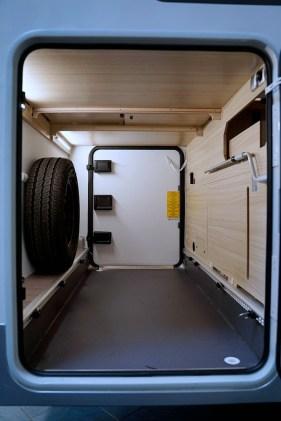 La soute, haute de 105 cm, est dotée de deux portillons d'accès. Toujours pratique pour charger.