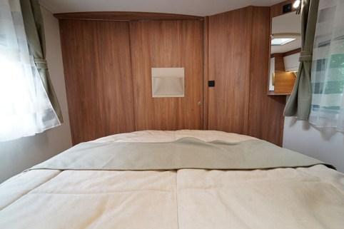 Pilote G 720 FC. Quand l'un profite de la chambre, l'autre peut utiliser le grand cabinet de toilette transversal en toute intimité.