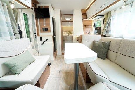 Pilote G 720 FC. Le design des banquettes a été redessiné pour un confort encore accru au salon.