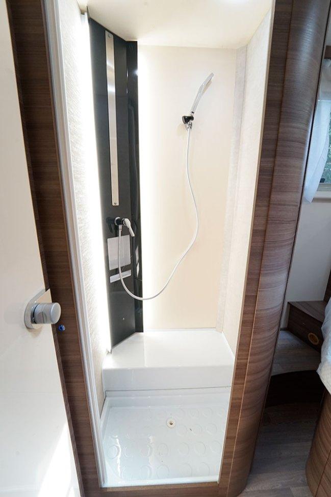 Avec sa colonne rétro-éclairée, la cabine de douche des Evo est très dans l'air du temps.