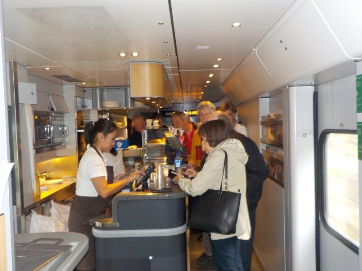 Bergenbanen passengers ordering their food and beverages