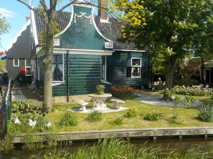 Beautiful gardens at Zaanse Schans