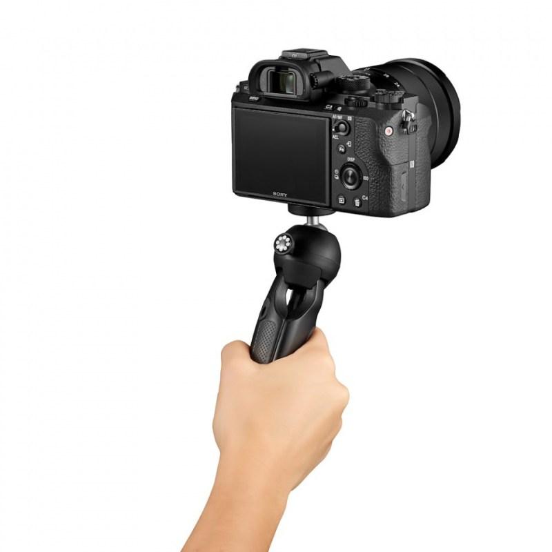 mini tripod joby handypod jb01555 bww with hand shooting forward 2