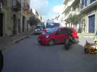 Campobello, scontro auto – motociclo. Un ferito