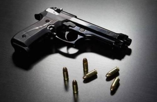 [Usa] Bimbo di due anni si spara con la pistola del padre