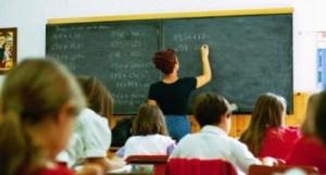 scuola_classe_alunni_insegnante_maestra_lezione_600-535x300-400x215