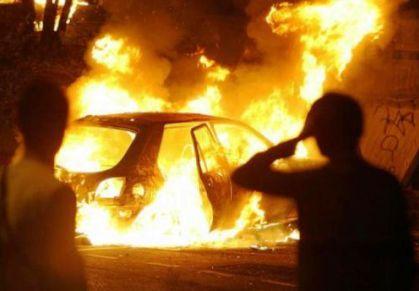Campobello, Auto in fiamme a Tre Fontane