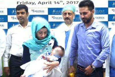 [Medicina] India, operato bimbo nato con 8 arti