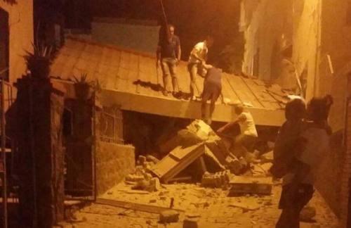 Terremoto a Ischia, morta una donna, sette persone sepolte sotto le macerie