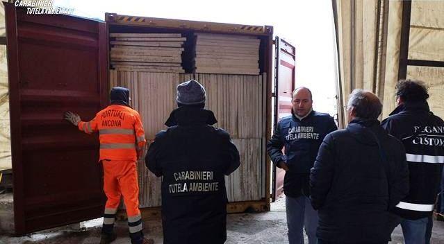 Ancona. Maxi sequestro dei Carabinieri del Noe: 1900 pannelli fotovoltaici nascosti nei container