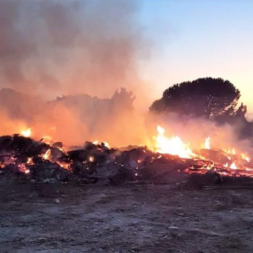 Partanna - Incendio doloso di rifiuti cda Vallesecco (2)