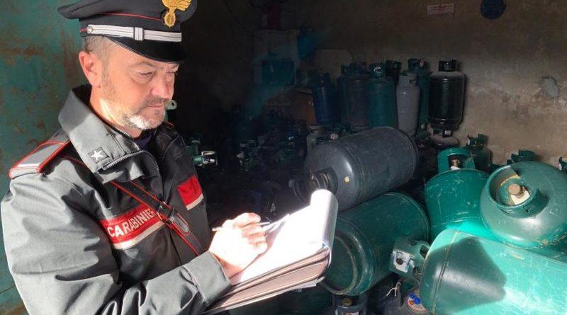 Palermo. Scoperta attività di stoccaggio di bombole di gas Gpl abusivo. In manette il gestore per furto di energia elettrica e 5 denunciati