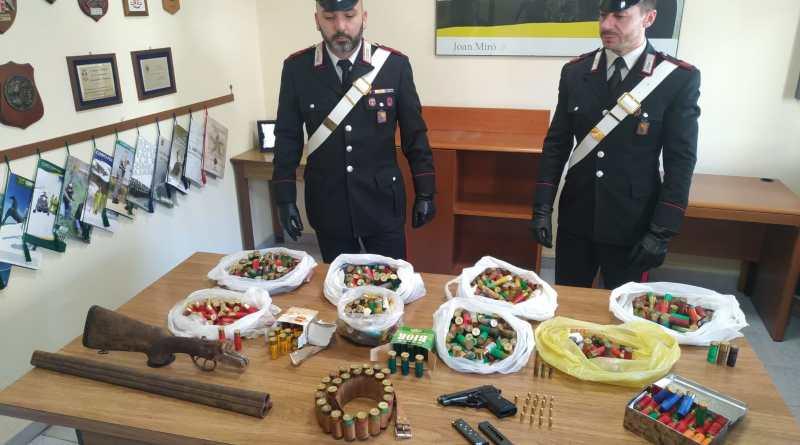 Scoperto un arsenale: arresti, sanzioni e denunce [ Foto & Video]