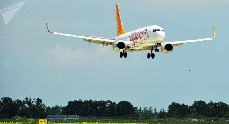 Germania: aereo atterra e prende fuoco. I 163 passeggeri vengono evacuati dagli scivoli d'emergenza (Video)