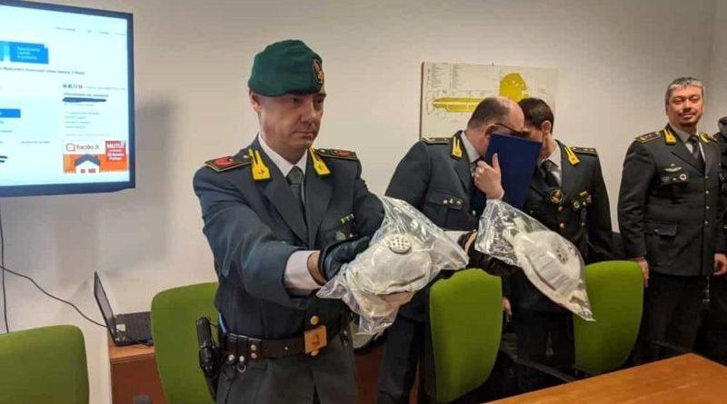 """Fino a 1.200 euro per una mascherina """"anticoronavirus"""": perquisizioni e sequestri oggi a Torino"""