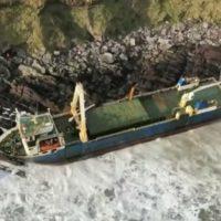 "Irlanda. ""Dennis"" Storm: nave fantasma si incaglia la sulla costa irlandese (Video)"