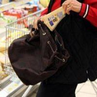 Ruba alimentari al supermercato: denunciata giovane di origini romene