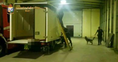 Bari. Dalla Calabria con il carico di cocaina e marijuana nel camion: 1 arresto e sequestro droga per 600mila euro [Video]